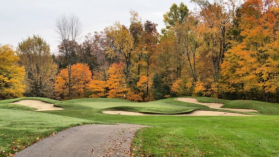 Sodus Point, นิวยอร์ก: Hole #6, a Par 3 with bunkers on 3 sides. A short to middle iron shot to a large green