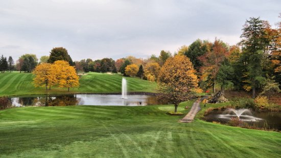 Sodus Point, นิวยอร์ก: Hole #7, a carry over a large pond, with an uphill 2nd shot. Beautiful views!