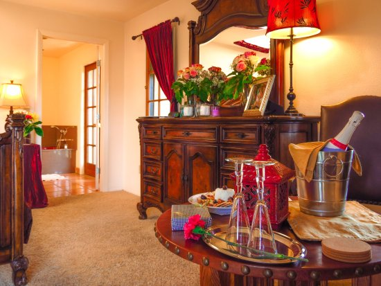 Topanga, CA: The Rhett and Scarlett room & celebration package are popular for wedding nights and anniversari