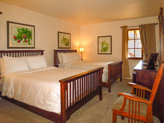 Topanga, CA: The Tracy and Hepburn room with two double beds is popular with families