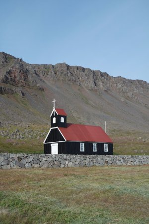 Latrabjarg, Islandia: The church at Rauðasandi.