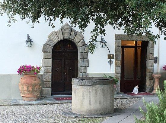 Relais Villa Baldelli: front entrance (on right)