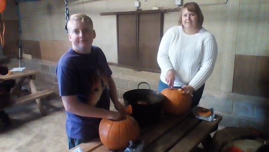 Beoley, UK: Pumpkin carving for all ages!!