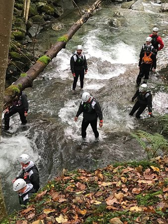 Kendal, UK: Ghyll scrambling