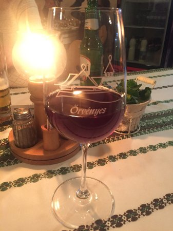 Orvenyes, Magyarország: Ароматное вино