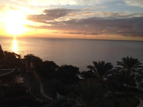 Pestana Grand Premium Ocean Resort: Sunrise over the Atlantic Ocean from our apartment.