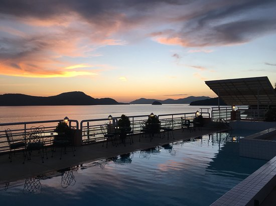 Kantary Bay, Phuket: Sunset at the rooftop pool