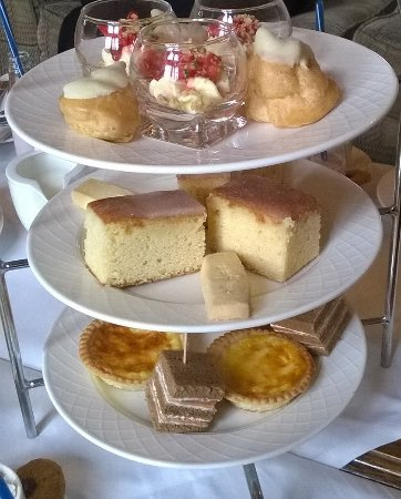 Armathwaite Hall Hotel & Spa: Peach pavlova, strawberry & cream, Lemon cake,shortbread, quiche, salmon sandwich