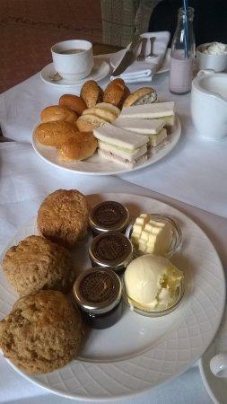 Armathwaite Hall Hotel & Spa: Apple & cinammon scones, finger rolls & tuna sandwiches