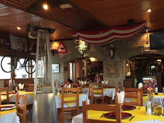 Laguna Restaurant: Inside restaurant
