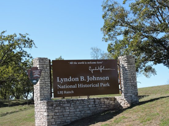 Stonewall, TX: sign entering the national park