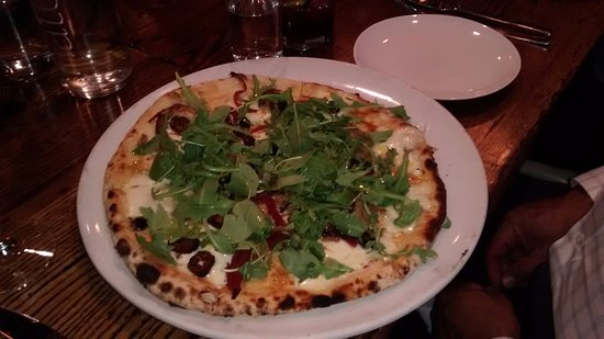 Pizza Republica: Regular duck, fig and arugula pizza