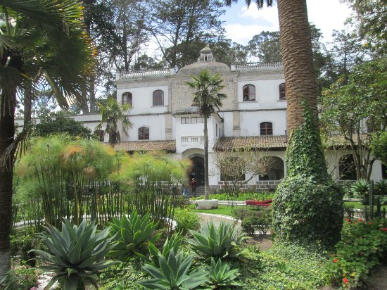 Lasso, Ekvador: view of the exterior from the courtyard