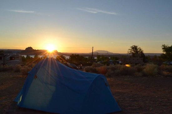 Wahweap Campground: Sunrise over the Campsite