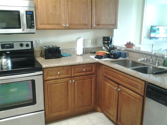 Blue Tree Resort at Lake Buena Vista: Kitchen