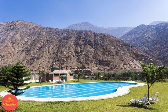 Nazca, Perú: Piscina de adultos en el Real Club Santa Rosa de Quives (Km 58.5 Carretera Lima-Canta).