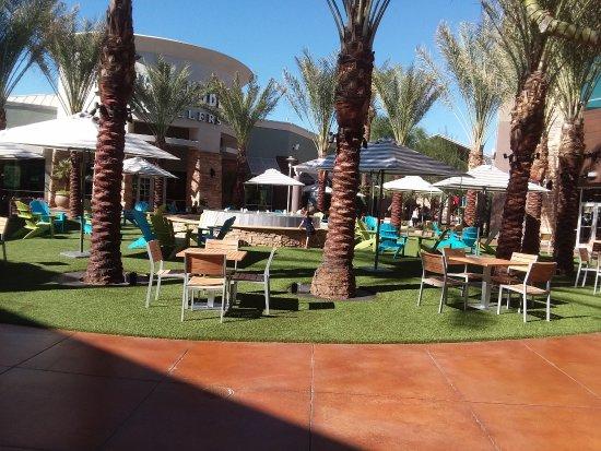 Desert Ridge Marketplace Sitting Area