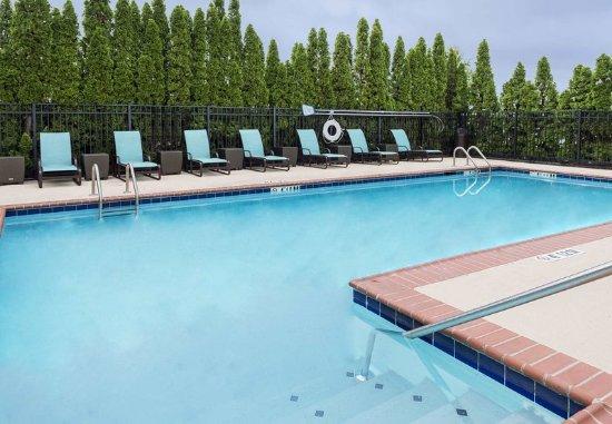 Residence Inn Huntsville: Outdoor Pool