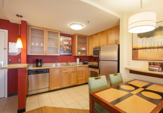 Residence Inn Phoenix NW/Surprise: Two-Bedroom Suite - Kitchen