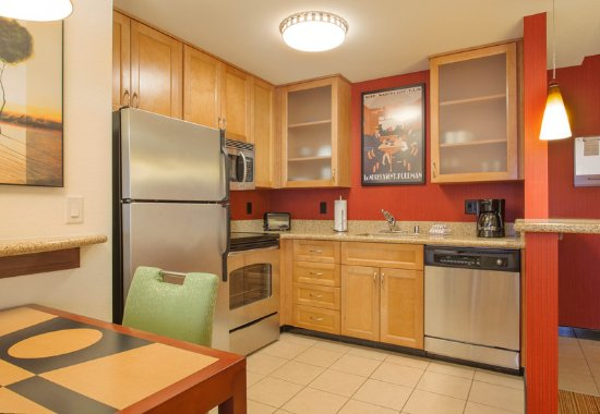 Residence Inn Phoenix NW/Surprise: One-Bedroom Fireplace Suite - Kitchen