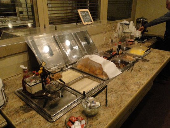Best Western Mountain Lodge at Banner Elk: lots of hot choices