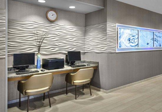 Bellport, NY: Business Center