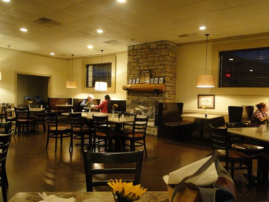 Best Western Mountain Lodge at Banner Elk: plenty of seating for breakfast