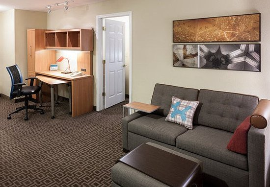 Irving, تكساس: One-Bedroom Suite - Living Area