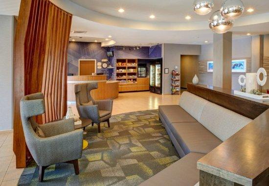Brentwood, MO: Lobby