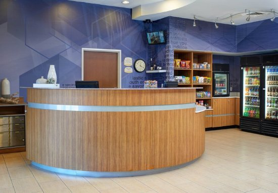 Brentwood, MO: Front Desk