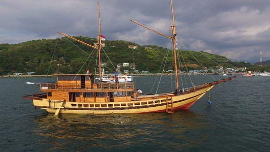 Floresta Phinisi Vessel - Ready to Rent - Picture of Bajo