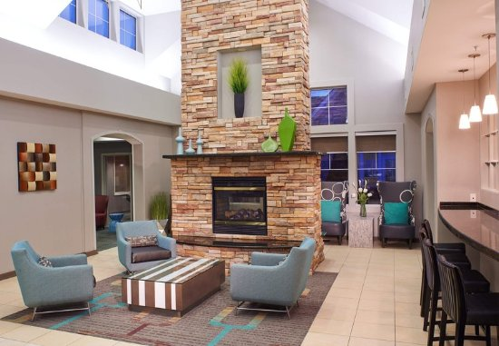 Residence Inn by Marriott Saginaw: Lobby Fireplace