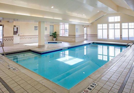 Residence Inn Whitby: Indoor Pool & Whirlpool