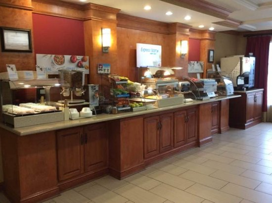 Holiday Inn Express Ste Forest: Breakfast Bar