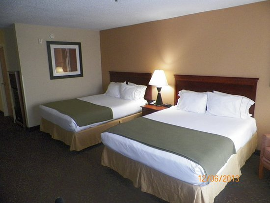 Holiday Inn Express Ste Forest: Queen Bed Guest Room