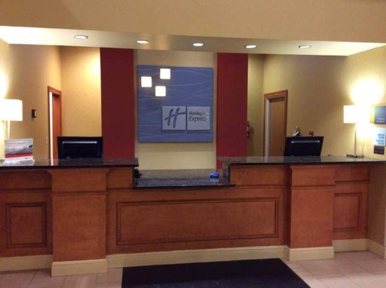 Holiday Inn Express Ste Forest: Front Desk