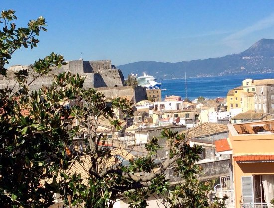 Siora Vittoria Boutique Hotel: The view from my room, looking towards the port.