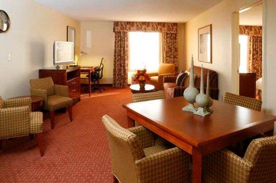 Roanoke Rapids, Северная Каролина: Suite Living Area