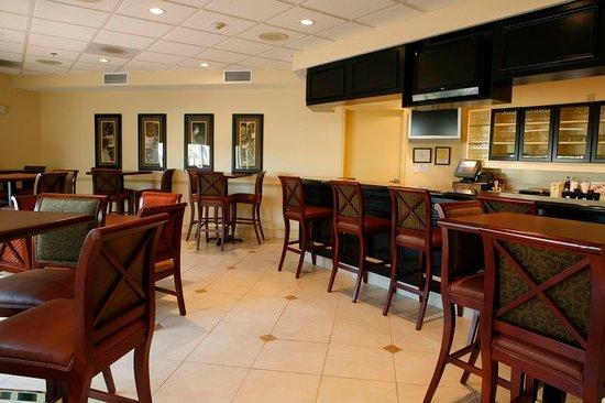 Roanoke Rapids, Северная Каролина: Hotel Lounge/Bar