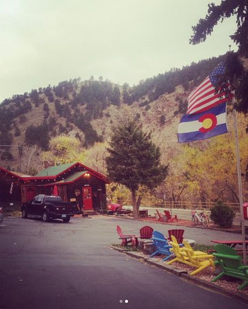 Foot of the Mountain Motel: view of outside