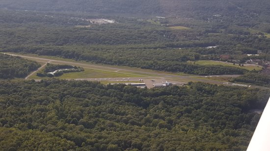 West Milford, NJ: View of the airport on the downwind leg