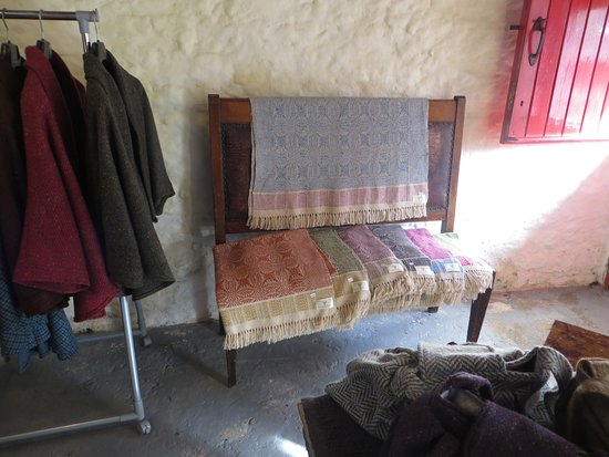 Dunkineely, Irland: Cyndi's jackets & throw blankets