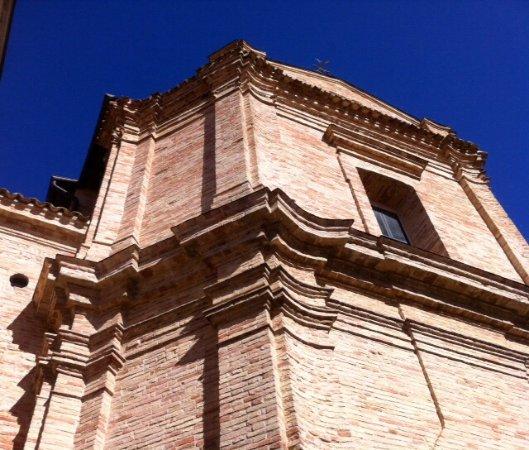 Mutignano, Italia: Illuminata dal sole !