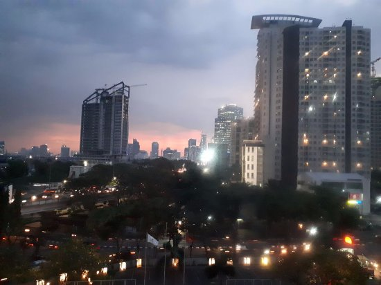 HARRIS Hotel Tebet: Sunset view from the 4th floor