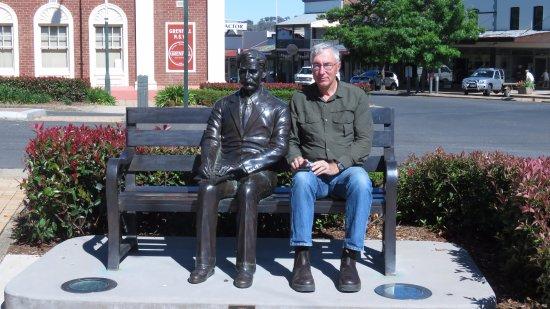 Henry Lawson statue