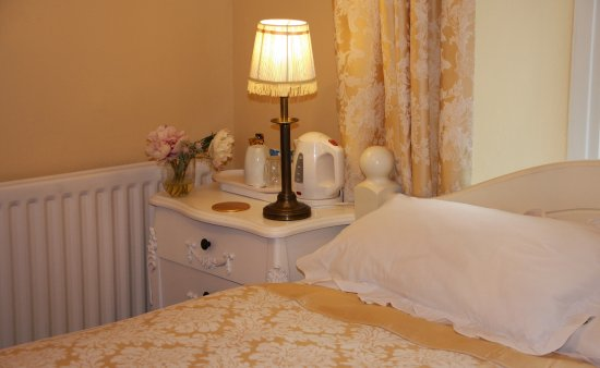 Triple Room (double and single) - Picture of Bristol Airport Bed and Breakfast, Churchill