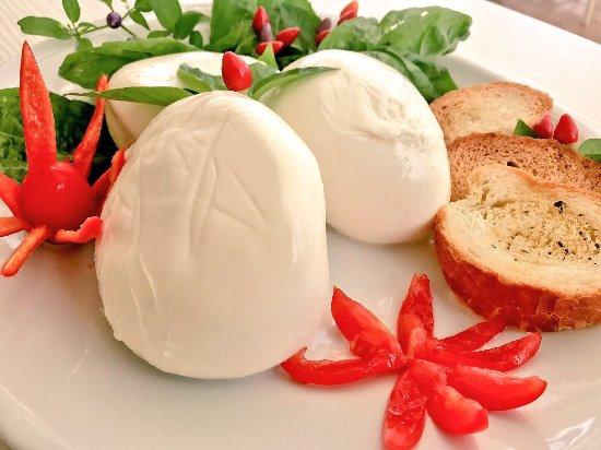 Spilinga, Taliansko: Davvero una bontà, mozzarella fresca e pecorino del Monte Poro.