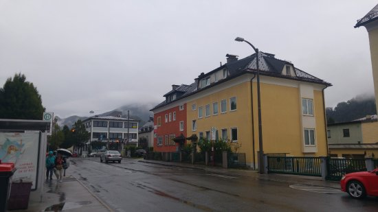 Pension Elisabeth: The bus stop and the intersection to the hotel