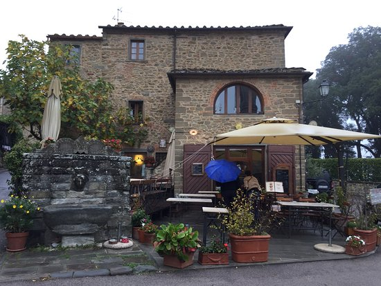 Volpaia, Italy: Ingresso Bar Ucci