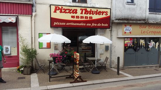 Thiviers, France: Outside with terrace